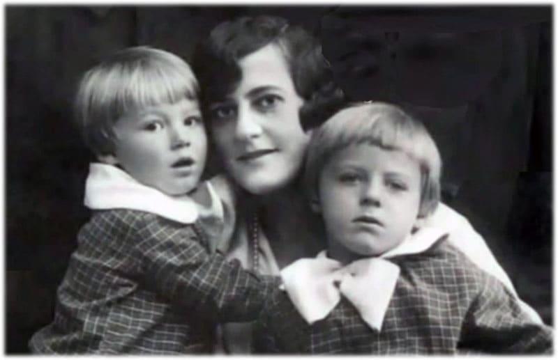 Жена Пастернака З. Нейгауз с детьми